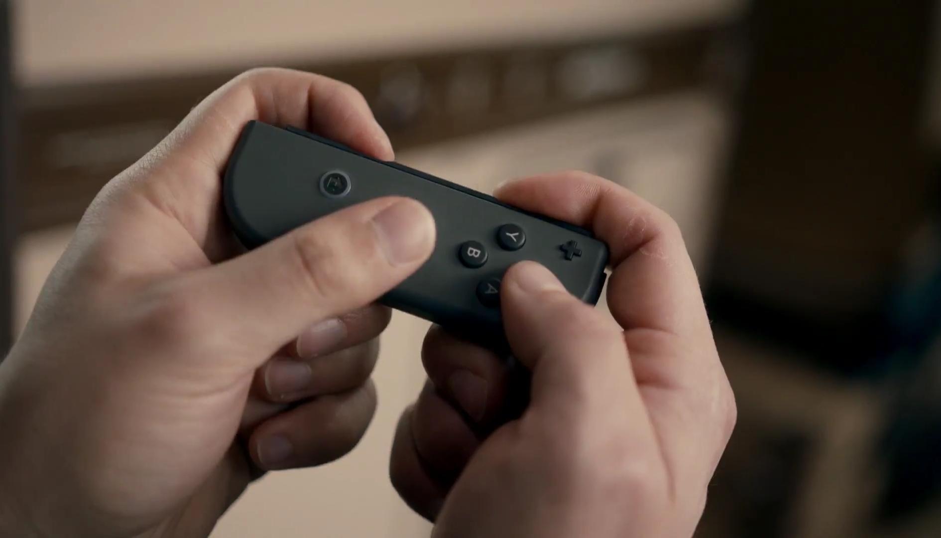 Nintendo Switch: l'immagine di un nuovo controller anticipa il futuro del servizio Online?